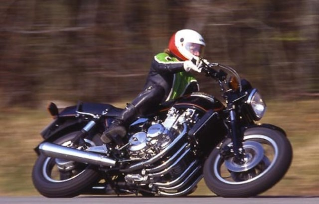 Sechszylinder_Kawasaki Z 1300_Big Bike_Schraeglage